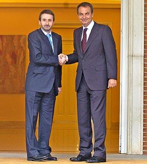 Imaz y Zapatero, durante una reunión en La Moncloa en 2006. (Foto: Carlos Miralles)