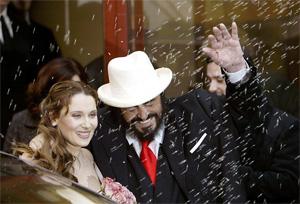 La boda de Pavarotti con Nicoletta Mantovani en 2003. (Foto: AFP)