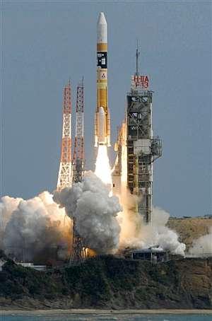Momento del lanzamiento de Kaguya desde el centro espacial Tanegashima. (Foto: AP)