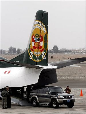 El avión que traslada a Fujimori hace escala en Tacna. (Foto: AP)