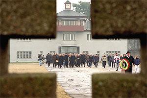 Vista de la entrada al campo de concentración de Sachsenhausen. (Foto: EPA)