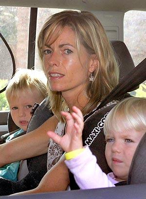 Kate McCann con los hermanos de MAdeleine en el Renault Scenic alquilado. (Foto: AFP)