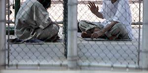 Dos presos en Guantánamo. (Foto: REUTERS)