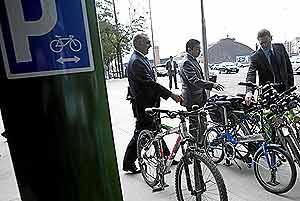 Gallardón durante la presentación de su inciativa ciclista (Foto: Antonio Heredia)