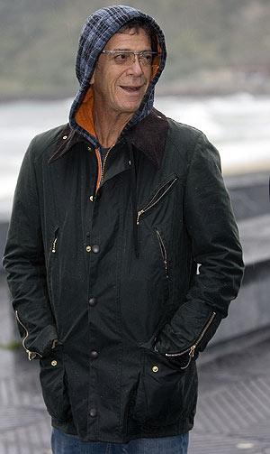 Lou Reed sonríe a los fotógrafos. (Foto: EFE)