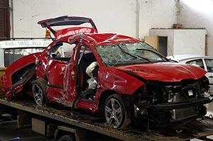 Imagen de cómo quedó el coche implicado en un accidente en Sarria (Lugo). (Foto: EFE)