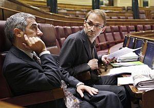 Llamazares y Herrera, en el Congreso de los Diputados. (Foto: EFE)