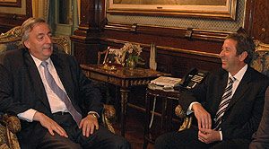 El presidente argentino, Kirchner, junto al candidato a vicepresidente, Cobos. (Foto: Presidencia)