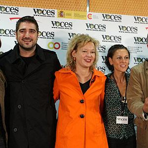 La secretaria de Estado de Cooperación Internacional, Leire Pajín, junto a Antonio Orozco y La Mari de Chambao, en al presentación del evento. (Foto: EFE)