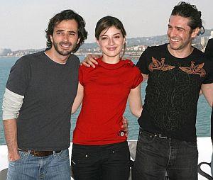 López Gallego (i) posa junto a los actores protagonistas de la película, María Valverde y Leonardo Sbaraglia, hoy en Sitges. (Foto: EFE)