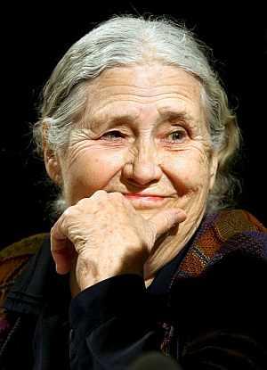 Lessing, durante una lectura en el 'Schauspielhaus' de Colonia. (Foto: EFE)