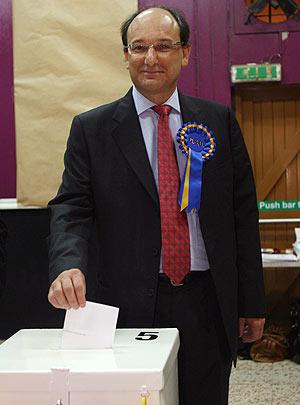 Peter Caruana, durante la votación del miércoles. (Foto: EFE)