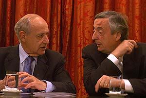 Lavagna, cuando aún era ministro de Economía, en charla animada con Kirchner, en 2005. (Foto: Presidencia)