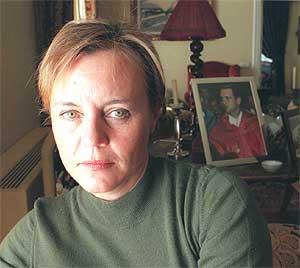 Lourdes Arroyo, en el salón de su casa en febrero de 1998. (Foto: Pepe Abascal)