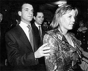 Mario Conde y Lourdes Arroyo. (Foto: EL MUNDO)