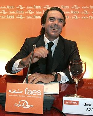 José María Aznar, antes de pronunciar su conferencia en Salamanca. (Foto: EFE)