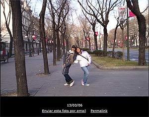 Florencia Kirchner con una amiguita en Madrid, en uno de los viajes pagados por los contribuyentes. (Foto: fotolog de F. Kirchner)