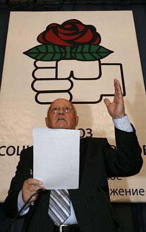 Gorbachov, durante la presentación de la Unión de Socialdemócratas. (Foto: AFP)