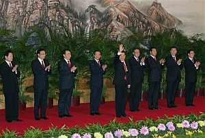 La nueva cúpula del Partido se presentó a la prensa local. (Foto: AP)