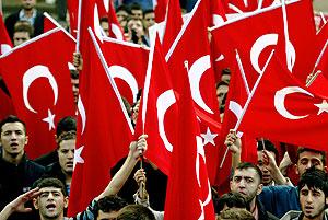 Manifestantes turcos protestan contra el PKK. (Foto: AFP)