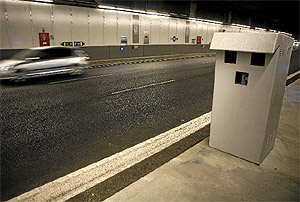 Imagen de uno de los radares de Madrid Calle 30. (Antonio Xoubanova)