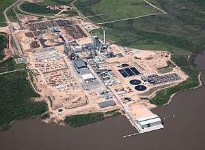 Vista aérea de la planta de celulosa de la compañía Botnia, a orillas del río Uruguay. (Foto: EFE)