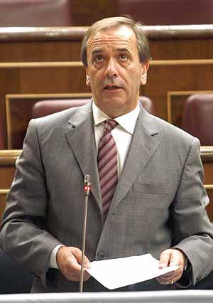 El ministro de Defensa, José Antonio Alonso, en el Congreso de los Diputados. (Foto: EFE)