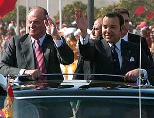 El Rey Juan Carlos I y Mohamed VI. (Foto: EFE/enero 2005)