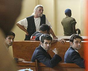 Los pilotos españoles, en la sala del juicio. (Foto: Reuters)