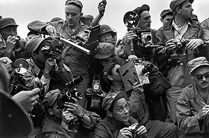 Fotógrafos internacionales cubren la guerra de Corea en 1952. (Foto: Werner Bischof | Magnum Photos)