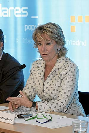 La presidenta de la Comunidad, Esperanza Aguirre, tras la Ejecutiva del PP de Madrid. (Foto: Javi Martínez)