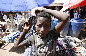 Un niño chadiano en uno de los mercados de Yamena. (Foto: REUTERS)