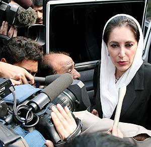 Benazir Bhutto durante la manifestación Islamabad. (Foto: AFP)