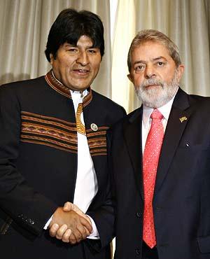 El presidente de Brasil, Lula, junto al presidente boliviano, Evo Morales. (Foto: EFE)