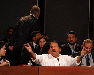 El Rey Juan Carlos se ausenta mientras interviene el presidente de Nicaragua, Daniel Ortega. (Foto: EFE/Iberchile)