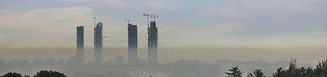 Vista de la boina de contaminación este lunes desde las afueras de la capital. (Bernabé Cordón)