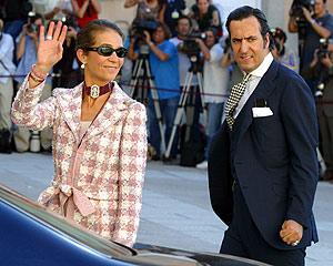 La Infanta Elena y Jaime de Marichalar, en la boda de los Príncipes. (Foto: Diego Sinova)