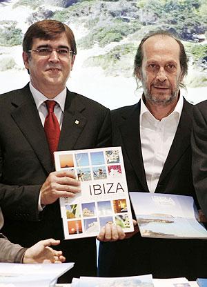 Paco de Lucía, junto al presidente autonómico, Francesc Antich. (Foto: EFE)