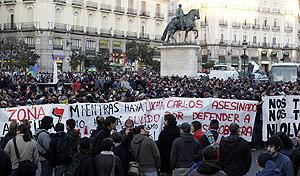 Aspecto de la manifestación antifascista en la Puerta del Sol. (Foto: EFE)