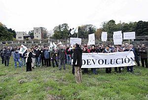 Un momento de la manifestación en el Pazo. (Foto: EFE)