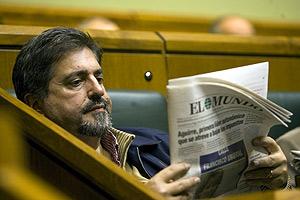Jesús Eguiguren, presidente de los socialistas vascos, tuvo un papel muy activo en las anteriores negociaciones con ETA. (Foto: Pablo Viñas)