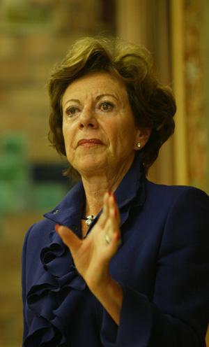 La comisaria europea de la competencia, Neelie Kroes, en un momento de la conferencia. (Foto: Domènec Umbert)