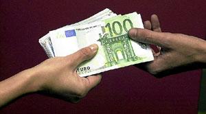 Pago monetario en euros. (Foto: Rafa Martín)