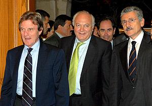 Los ministros de Exteriores español, francés e italiano, antes de la reunión con el primer ministro libanés. (Foto: EFE)