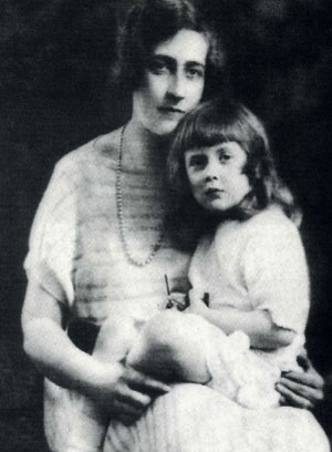 Agatha y su hija Rosalind, con quien se refugió en Canarias. (Fotos, gentileza de Nicolás González Lemus, autor del ensayo 'Agatha Christie en Canarias'.)