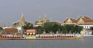 El río Chao Phraya, en Bangkok, durante el último cumpleaños del Rey de Tailandia. (Foto AP)