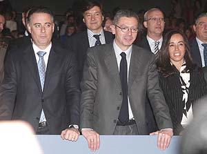El consejero de Deportes, Alberto López Viejo (i), participa en un acto con Ruiz-Gallardón. (Foto: EFE)