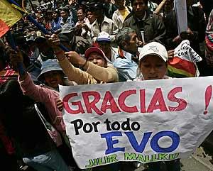 Seguidores de Evo Morales bloquean los accesos al Parlamento. (Foto: EFE)
