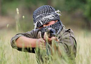 Imagen de un guerrillero del PKK durante un entrenamiento en el norte de Irak. (Foto: AFP)