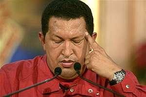 Hugo Chávez analiza los resultados del referéndum popular. (Foto: AFP)